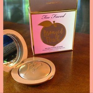 **NEW** Too Faced Bronzed Peach powder bronzer